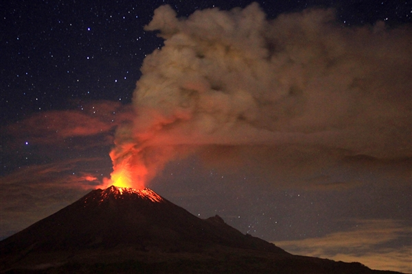 Ерупција на најголемиот вулкан Попокатепетел
