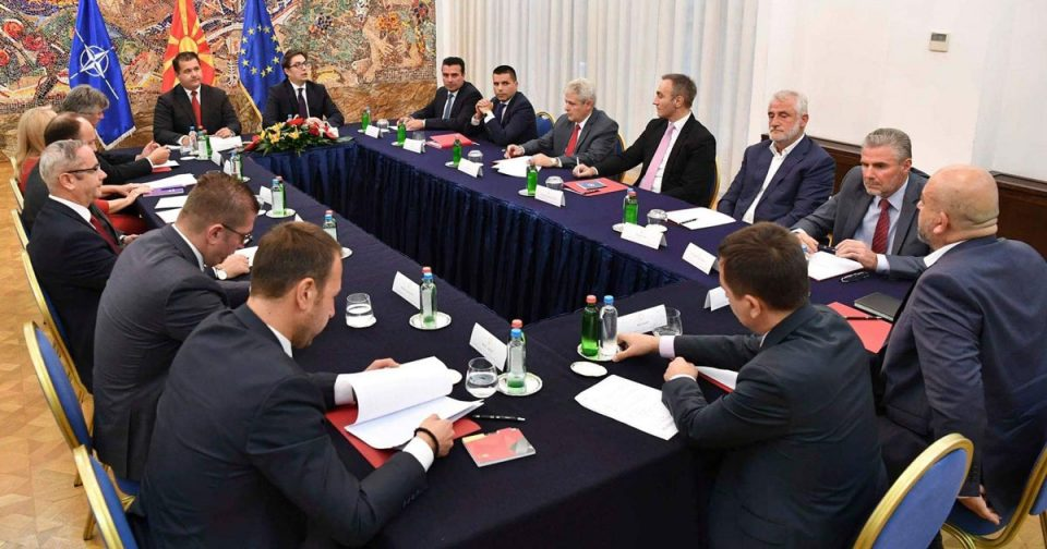 Лидерска средба кај претседателот Пендаровски утре од 13 часот