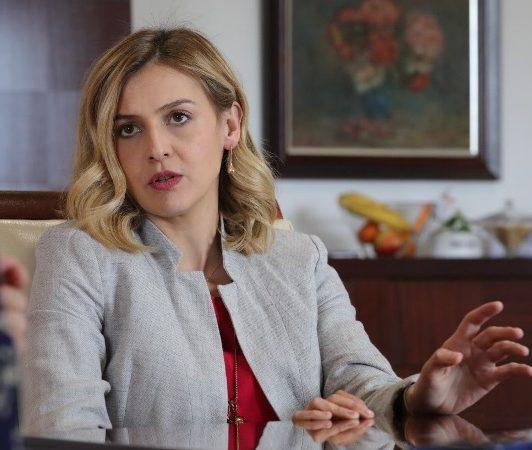СКАНДАЛ: Министерката на Заев им забрани комуникација на вработените со новата заменичка од ВМРО-ДПМНЕ