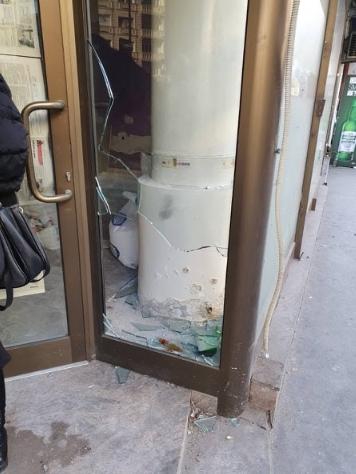 Искршено стакло и украдени предмети во Прес центарот на МИА (ФОТО)