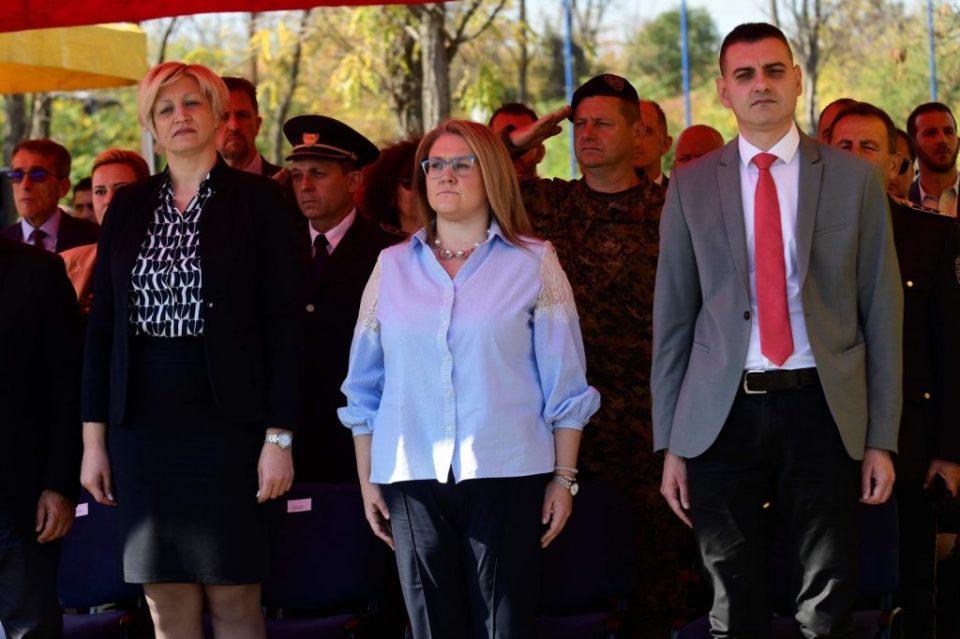 Контрадикторноста на СДСМ ги збунува граѓаните: Славјанка Петровска си измислила мерка за најмногу тројца патници во возило