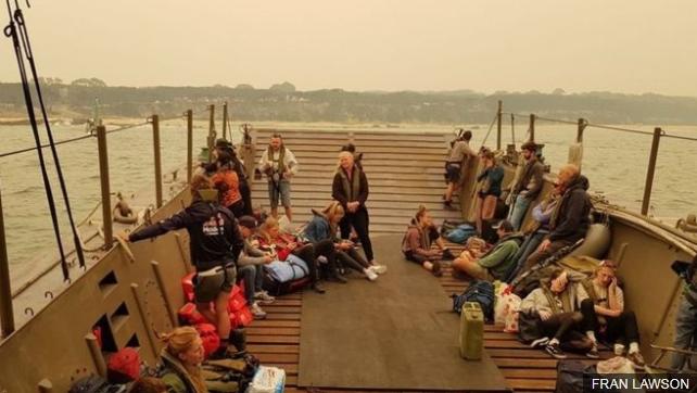 Австралиската армија ги евакуира жители од Малакута