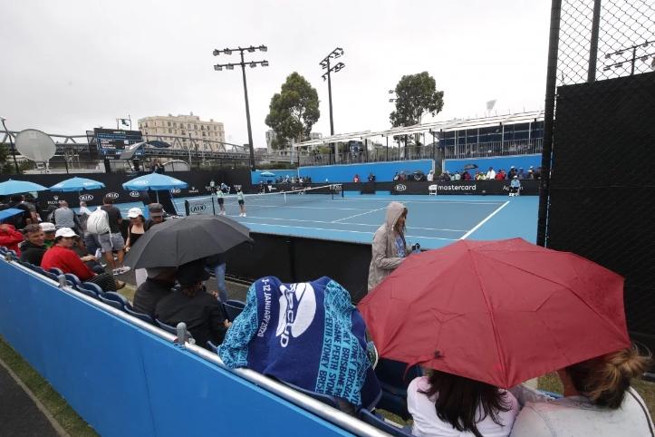 Oрганизаторите на Австралија опен во проблеми, силниот дожд ги одложи натпреварите