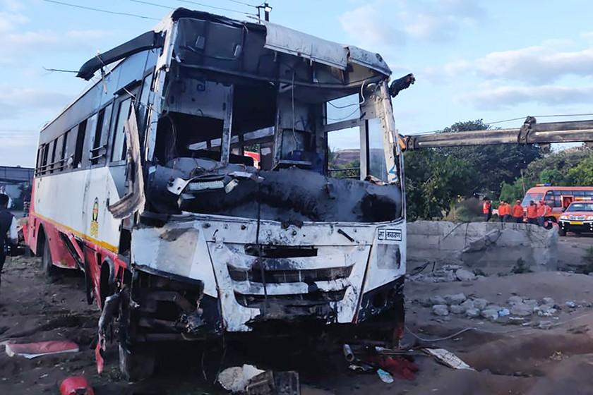 Најмалку 27 загинати во судар на автобус со рикша во Индија