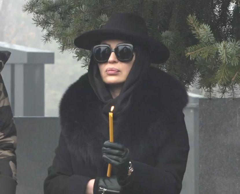 На Цеца и се заледи крвта кога ја виде оваа личност на гробот: Ова е ќерката на Аркан која ја доби со вработена во затворот каде лежеше