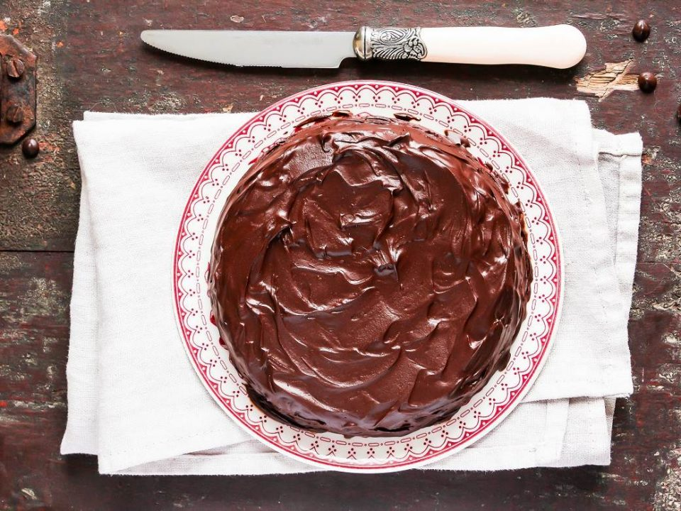 Чоколадна торта која може да ја подготви секој почетник во кујна