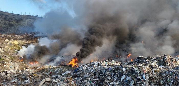 Гори депонијата Мелци во Кавадарци