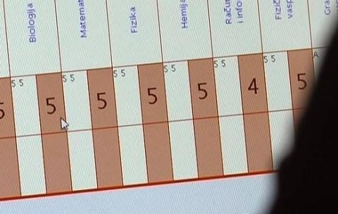 Наставниците ноќе го полнат е-дневникот – дење системот паѓа и податоците се губат