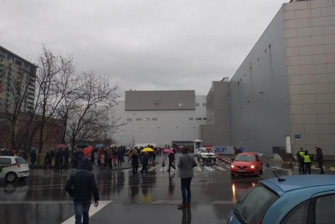 Приведени две лица за лажната дојава за бомба во Скопје Сити Мол