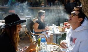 Верувале или не: Производителите на марихуана ќе ја истуреле во центарот на Скопје?!