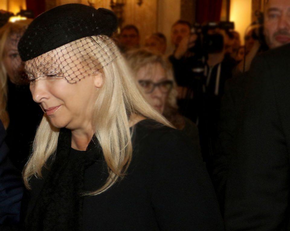 ФОТО: Сопругата на Шабан замина од заедничкиот дом на Дедиње, ролетните спуштени на сите прозорци