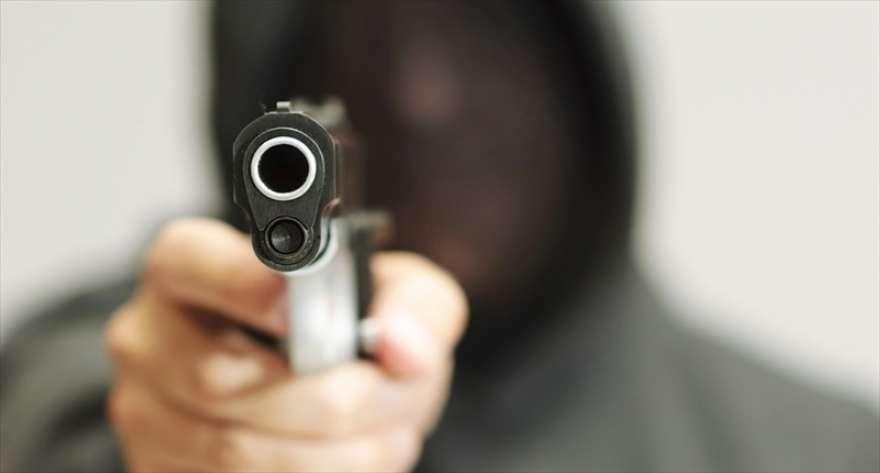 Филмска драма во Скопје: Ограбиле обложувалница, пукале, избегале со автомобил, па направиле сообраќајка