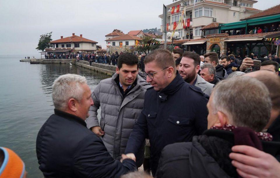 Мицкоски за Водици во Охрид: Меѓу граѓаните го чествуваше големиот празник