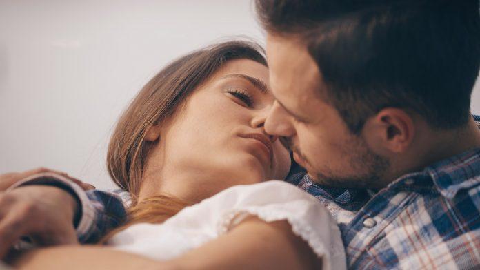 Што подобро паметите првиот секс или првиот бакнеж?