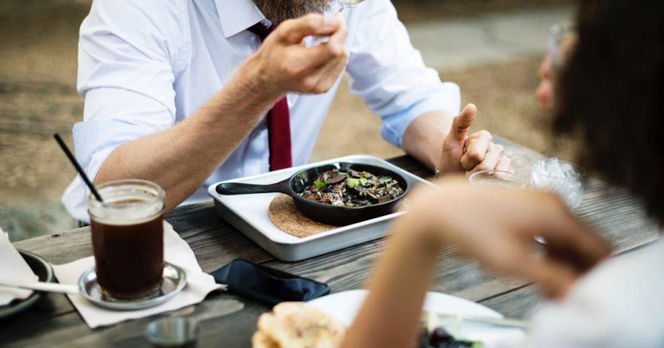 Јадете редовно, без да брзате и во пријатна атмосфера