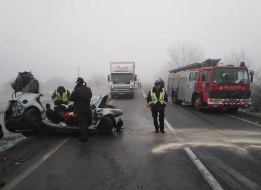 ФОТО: Трагедија на Ибарска магистрала, загинаа двајца браќа откако се забија во автобус