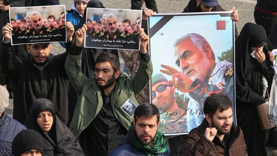 Иран: Најмалку 35 загинати во метеж на погребната церемонија за Сулејмани