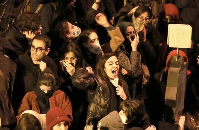 Протести во Иран: Не лажат дека Америка ни е непријател (ВИДЕО)