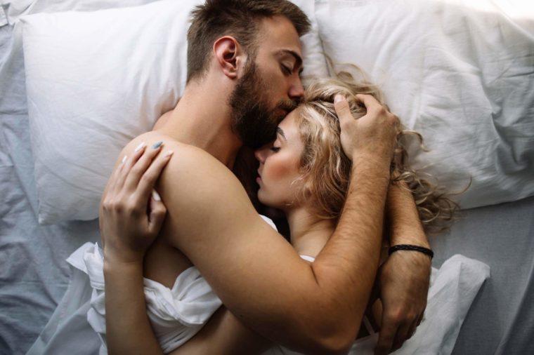 Зошто сексот е најдоброто нешто што може да го направите пред спиење?