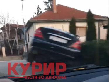 ФОТО: Мерцедес смачкан во Лисиче, возачот изгубил контрола