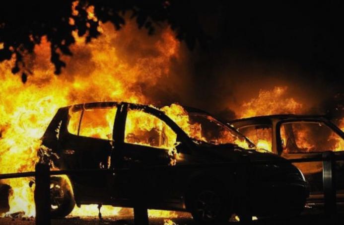 Утрово изгоре автомобил во струмичкото село Банско- четворица пожарникари се бореле со огнот