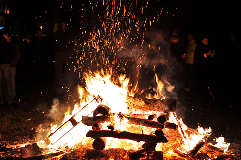Денеска се палат коледарски огнови- еве што треба вечерва да направите
