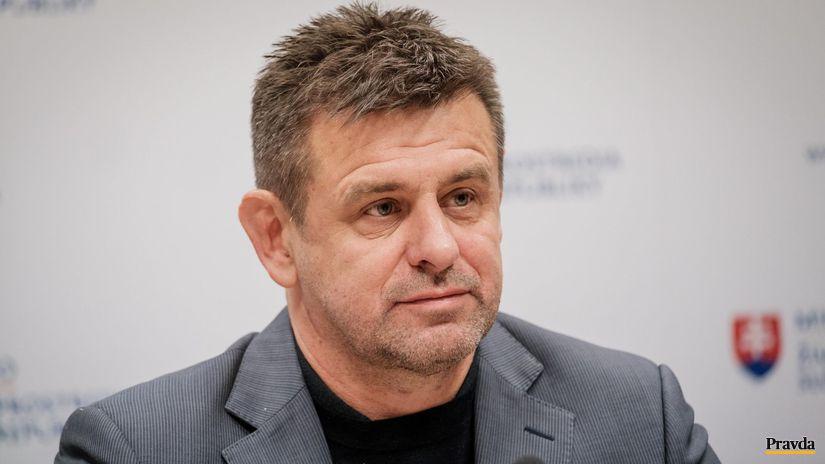 Словачкиот министер за животна средина поднесе оставка откако ноќеска демолирал ресторан