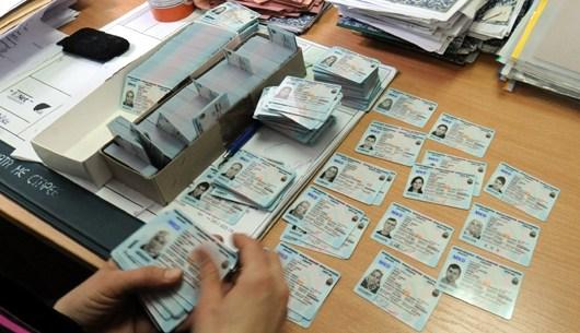 Граѓаните со недели чекаат лични карти, од МВР велат првите испораки почнуваат во понеделник