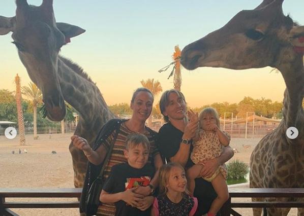 Лука Модриќ со семејството најде уникатен начин за празнична забава (ФОТО)