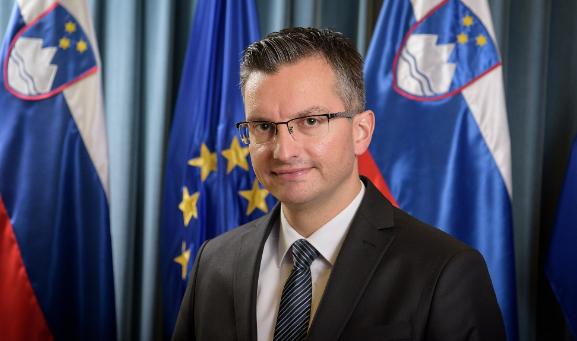 Премиерот на Словенија најави оставка и побара вонредни избори