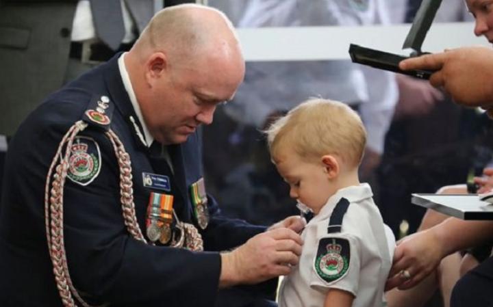 Медалот за детето со цуцла е најтажната фотографија оваа година