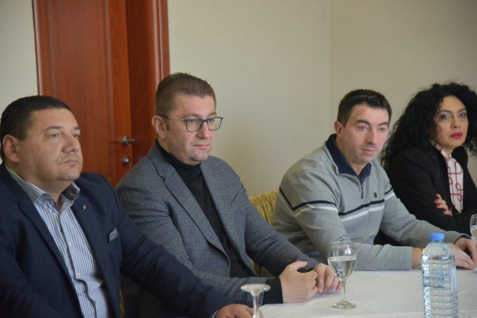 Мицкоски на средба со вработените во Еурокомпозит: Едно од првите ветувања на Заев пред три години беше дека ќе најде решение за овие луѓе