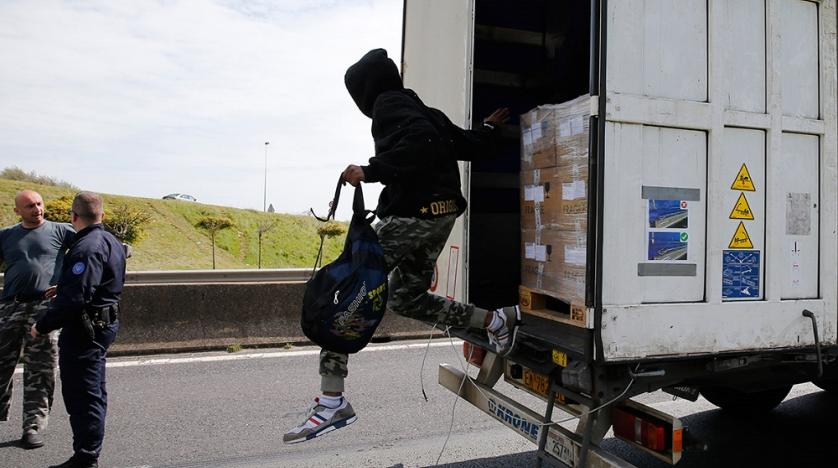 Во камион ладилник од Белгија за Британија пронајдени 23 мигранти