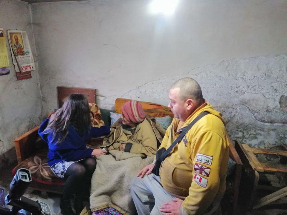 Мизрахи во посета на мајката и синот од Велес кои живеат во ужасни услови: Се заложи да им помогне