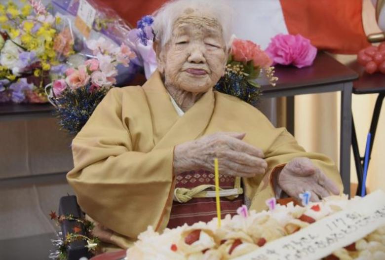 (ВИДЕО) Таа е најстарата личност на светот! Ќе ве изненади нејзината младост во душата