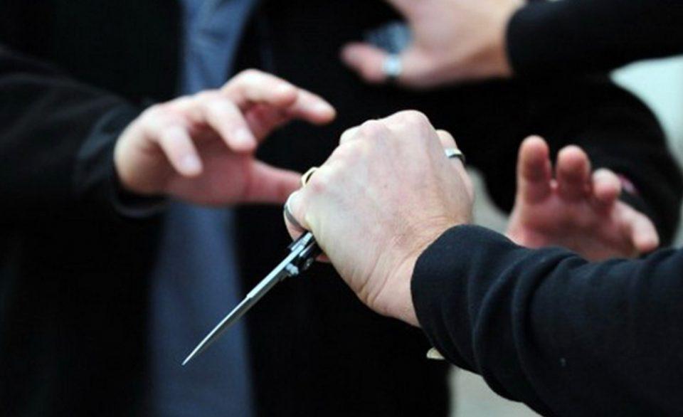 Гостиварка приведена и пренесена на Психијатрија, со нож им се заканувала на полицајци