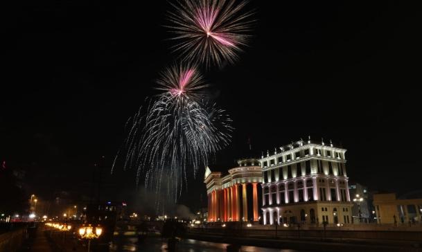 Предновогодишен аздис: Потрошени 675 илјади евра за новогодишно украсување низ земјава, Шилегов највеликодушен со 285 илјади!