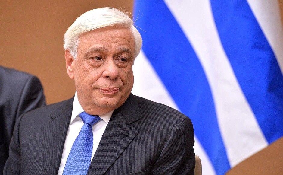 Грчкиот претседател пренесен во болница