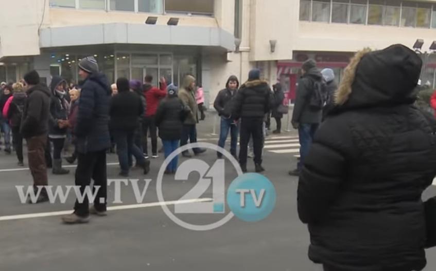 Пазарџиите на протест поради ултра-скапиот паркинг, а Српче со контра најава за поригорозни мерки