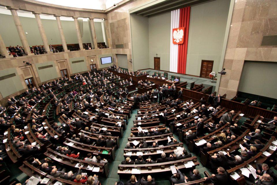 Полскиот Парламент го усвои спорниот закон за судии