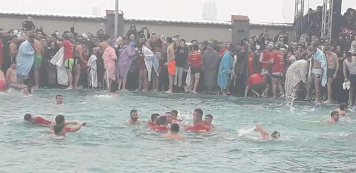 Околу 110 прилепчани ќе скокаат по крстот во Прилеп