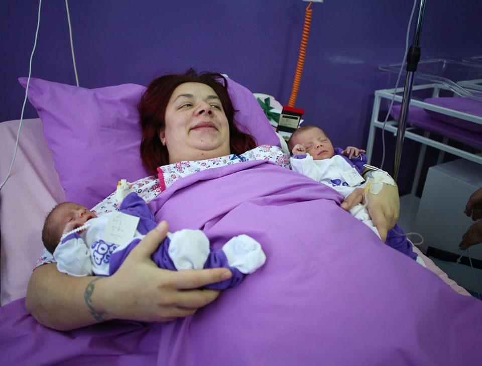 Ова се близначињата Анастасија и Габриел, првите бебиња родени во 2020-та година