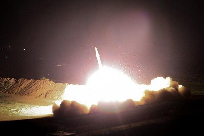 ФОТО: Десетици ирански ракети погодија американска база, САД возвраќаат на нападот
