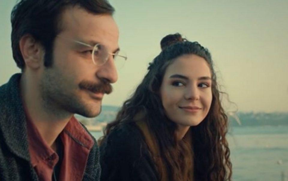 """Саканата на Осман од """"Истанбулската невеста"""" е згодна заводничка во бикини (ФОТО)"""