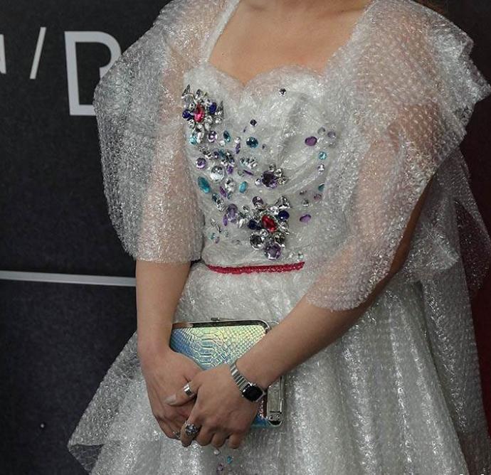 Вакво нешто нема облечено ниту Лејди Гага: Српската пејачка шокираше со синоќешниот изглед (ФОТО)