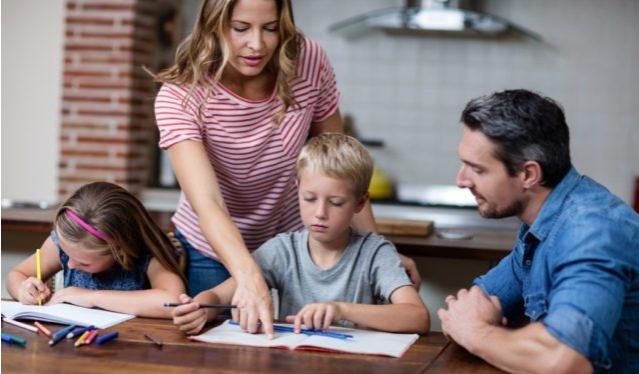 Дали ги фалите вашите деца на овој тотално погрешен начин?