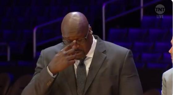 ВИДЕО: Срце јуначко не издржа, големиот Шек ронеше солзи за својот брат Коби Брајант