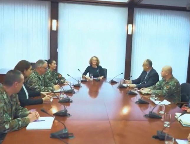 СКАНДАЛ: Шекеринска злоупотреби униформирани лица во партиска пропаганда (ФОТО)