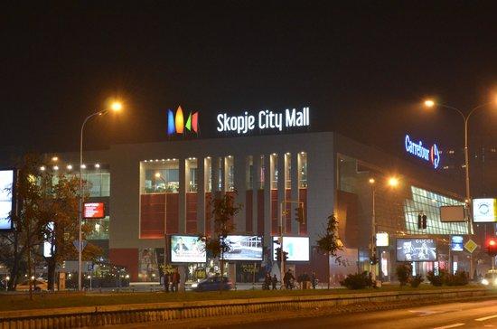 Најнови детали од МВР за дојавата за бомба во Скопје Сити Мол