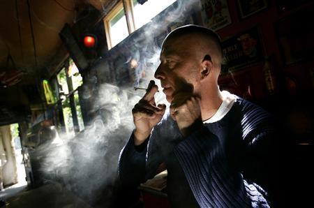 Со СДСМ закони не важат: Петиција – СТОП за пушење во затворен простор!